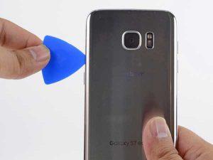 باز کردن گوشی برای تعویض باتری گوشی سامسونگ S7 EDGE